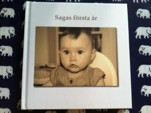 Så fin blev boken om sagas första år.